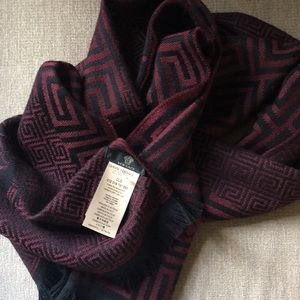 Accessories - Auth BNWT Versace 100% wool scarf